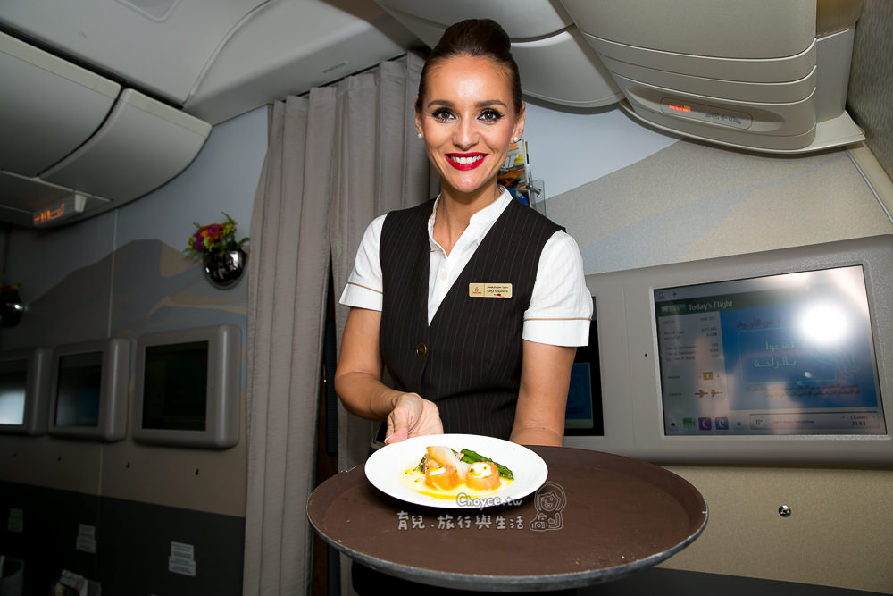 『最高』等級美食饗宴在Emirates阿聯酋航空 商務艙早午晚餐甜點與美酒 Godiva巧克力