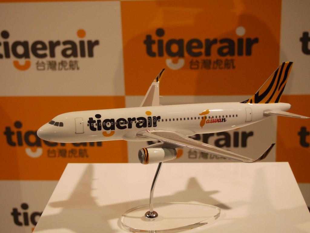 4-全新A320模型飛機.JPG