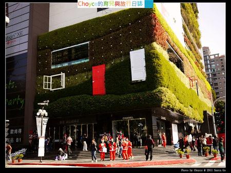 (台灣好好玩) 2011 Santa Go 草悟道聖誕趣味路跑活動 上傳照片可以獲得萬元獎品喔!