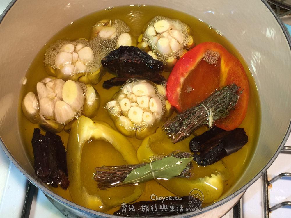 (Choyce+鑄鐵鍋) 讓料理更美味的秘密武器 健康香草蒜頭油真簡單